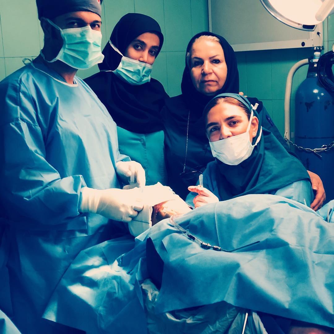 عکس دکتر ماریا مرادی حین جراحی